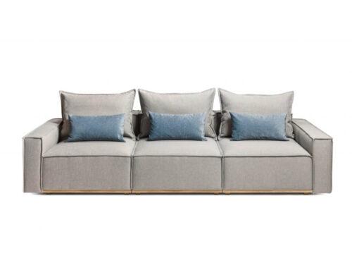 canapea gri cu perne